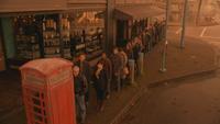 5x16 cabine téléphonique publique hantée hantant David Nolan Mary Margaret Blanchard queue foule Enfers