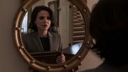 1x01 Regina Mills inquiétude livre de contes Once Upon a Time miroir maison Mills