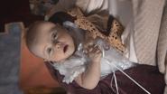 2x16 Reine Regina bébé