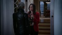 5x05 discussion Emma Swan Cygne Noir Ténébreuse Regina Mills conflit attrape-rêves nuit soir maison porche