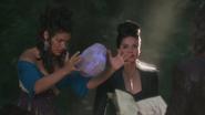 2x05 Magie Trish Regina Méchante Reine tue sorcière Rumplestiltskin