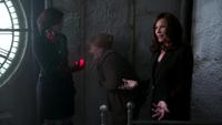 2x15 Tour de l'horloge Johanna otage Cora Regina