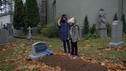 7x12 Lucy Jacinda cimetière tombe Victoria