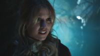 7x01 Alice capture drogue Henry Mills retour Storybrooke oublier Cendrillon
