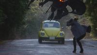 4x12 voiture Coccinelle jaune d'Emma Swan Chernabog Regina Mills frontière limite de la ville Storybrooke propulsion