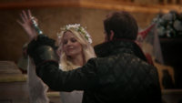 5x02 Emma Swan Killian Jones danse bal Camelot
