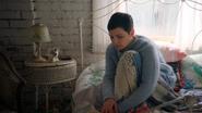 2x17 Mary Margaret Blanchard chambre lit table de chevet couette couverture genou