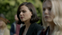 6x07 Regina Mills Emma Swan foule cimetière impuissance lancement malédiction charme du sommeil