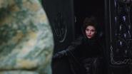 1x12 Reine Regina découverte carrosse noir