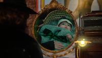 5x16 Zelena Méchante Sorcière de l'Ouest dos miroir magique vision passé abandon bébé panier nœud enrubanné vert mains Cora
