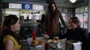 Shot 2x08 Diner Regina Gold