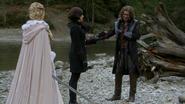 6x10 Emma Swan cygne blanc épée Hruntig Regina Mills Rumplestltskin uchronie haricot magique marché lac Royaume Enchanté