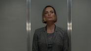 7x01 Victoria Belfrey apparition ascenseur