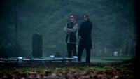 4x19 Isaac Heller Auteur tombe Cruella d'Enfer M. Gold cimetière de Storybrooke regard Emma Swan