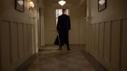 6x22 Gideon épée prêt à attaquer mairie de Storybrooke