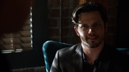 7x16 Nick Branson Bar Roni flatteur Henry Mills sourire