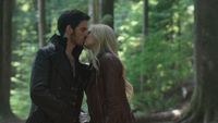 4x01 Killian Jones Capitaine Crochet Emma Swan baiser