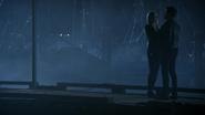 6x05 Emma Swan Killian Jones regards port nuit mains