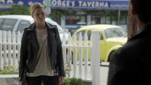 6x03 Emma Swan Killian Jones dos voiture jaune