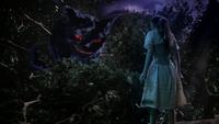 W1x01 Chat du Cheshire Alice dos sourire tête baissée arbre branches feuillage