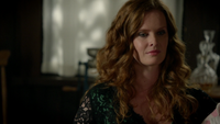 6x07 Zelena (Storybrooke) sourire ironique Robin bébé discussion ferme de Zelena