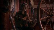 1x12 Rumplestiltskin Belle question rouet rideaux salon Château des Ténèbres