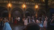 2x16 Cora Prince Henry Sr bal château palais cour royale Princesse Reine Eva Roi Xavier danse valse