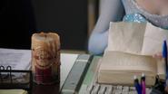 4x07 Elsa poste de police Storybrooke bougie magique table livre explications
