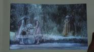 7x09 Livre Once Upon a Time illustration Jeune Javotte Ella Anastasie Marcus Raiponce Trémaine bonheur lac gélé