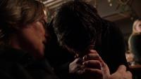 2x16 M. Gold discours Belle French pleurs Neal Cassidy père fils pardon Emma Swan