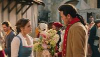 La Belle et la Bête film Disney 2017 bouquet de fleurs Gaston cadeau mini