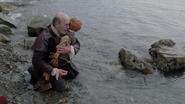 1x20 Geppetto Pinocchio pantin de bois inanimé mort pleurs mer berge