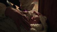 1x01 Emma Swan bébé armoire magique