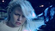 4x22 Emma Swan ténèbres dague regard noir oeil nouvelle Ténébreuse