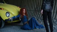 5x04 Merida Emma Dark Swan Cygne Noir Ténébreux Ténébreuse prisonnière voiture jaune
