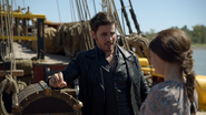 6x04 Killian Jones Belle French coffre malle Jolly Roger