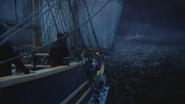 3x01 Jolly Roger bateau navire vaisseau pont tribord dos M. Gold Mary Margaret Blanchard David Nolan Emma Swan arrivée vue île Pays Imaginaire