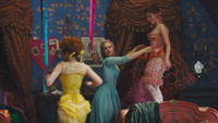 Cendrillon film Disney 2015 Javotte dos Ella Anastasie chambre préparations essayage crinoline mini