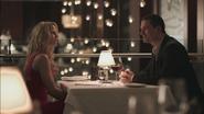 1x01 Emma Swan Ryan Marlow rendez-vous conversation connaissance anniversaire solitaire amis famille restaurant Boston