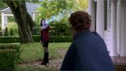 2x10 Regina Mills Mère Supérieure porte d'entrée maison Mills combat magie