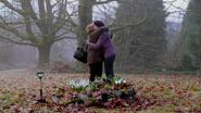 2x15 Johanna (Storybrooke) Mary Margaret Blanchard retrouvailles jardin muguets câlin
