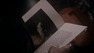 5x21 page Once Upon a Time livre Il était une fois enfers Repaire Hadès souterrain