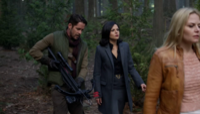 4x06 Robin (Storybrooke) arbalète Regina Mills Emma Swan tentative échappatoire discution