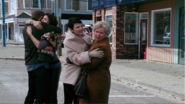 2x01 David Nolan Ruby Mary Margaret Blanchard Granny retrouvailles embrassades souvenirs Malédiction rompue