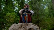 5x01 Roi Arthur Excalibur pierre rocher 4