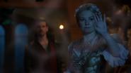 7x07 Killian Jones Capitaine Crochet Raiponce main démonstration magie charme de protection magique