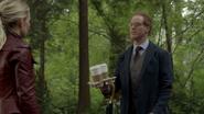 6x01 Archie Archibald Hopper aide cafés Emma Swan