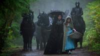 1x12 chemin forêt Reine Regina Méchante Reine Belle gardes noirs maître et amant
