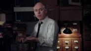 1x09 Mr. Krzyszkowski remarque que les documents ont été empruntés