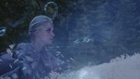 4x05 Elsa grimpe escalier de glace